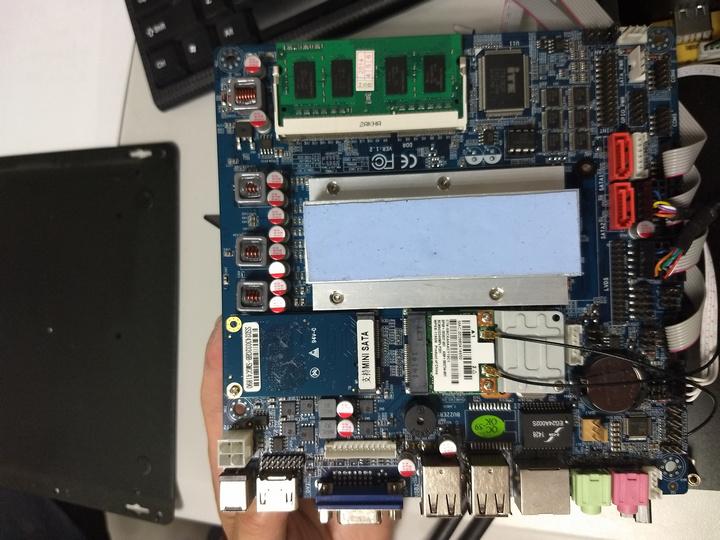 Intel I3 4100U主板.jpg